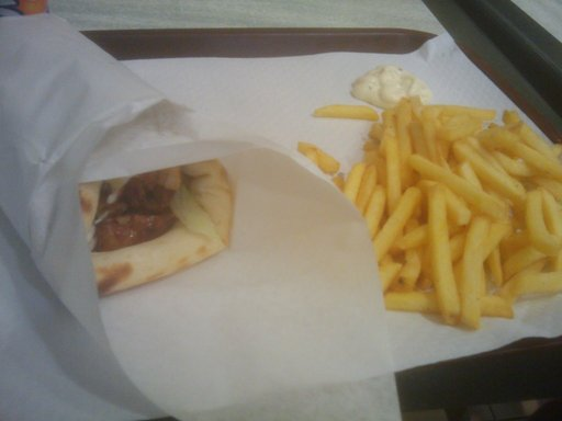 Tasty Fried Chicken - Kebab Cheese Naan et ses frites